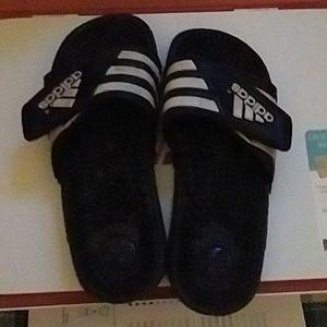 ‼️ Adidas slide shoes sz6
